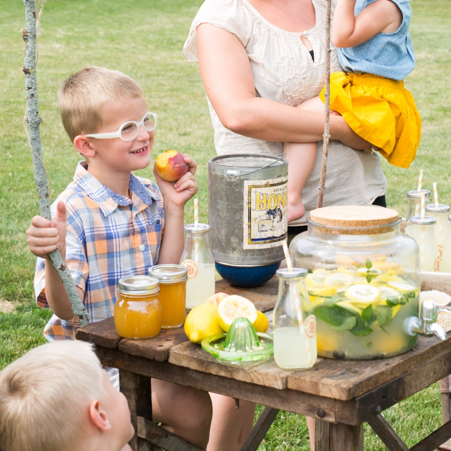 Lifestyle Bee Farm - Honey Mint Peach Lemonade Recipe - Kids Lemonade Stand - Jena Carlin Photography - Little Rusted Ladle - Web-22