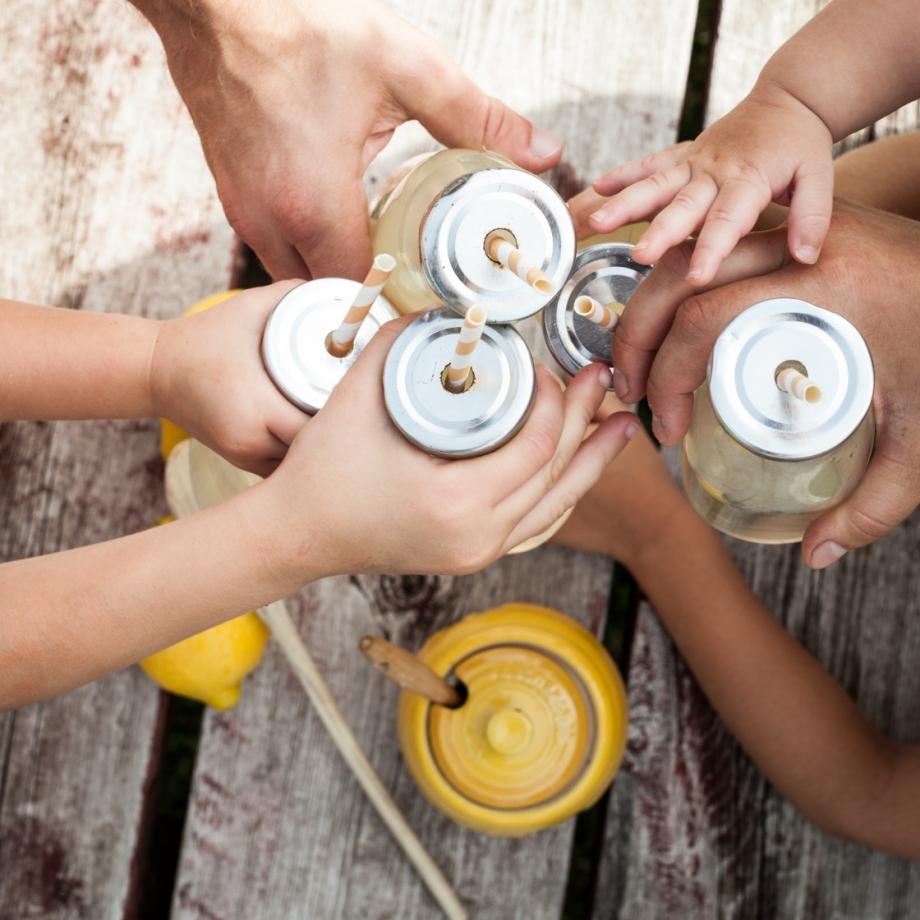 Lifestyle Bee Farm - Honey Mint Peach Lemonade Recipe - Kids Lemonade Stand - Jena Carlin Photography - Little Rusted Ladle - Web-31