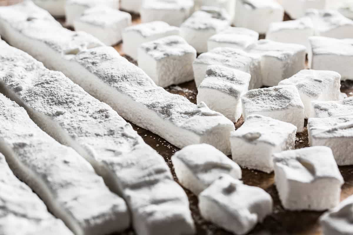 homemade-marshmallows-recipe-fluffy-sweet-and-so-easy-hot-cocoa-little-rusted-ladle-food-photography-web-3