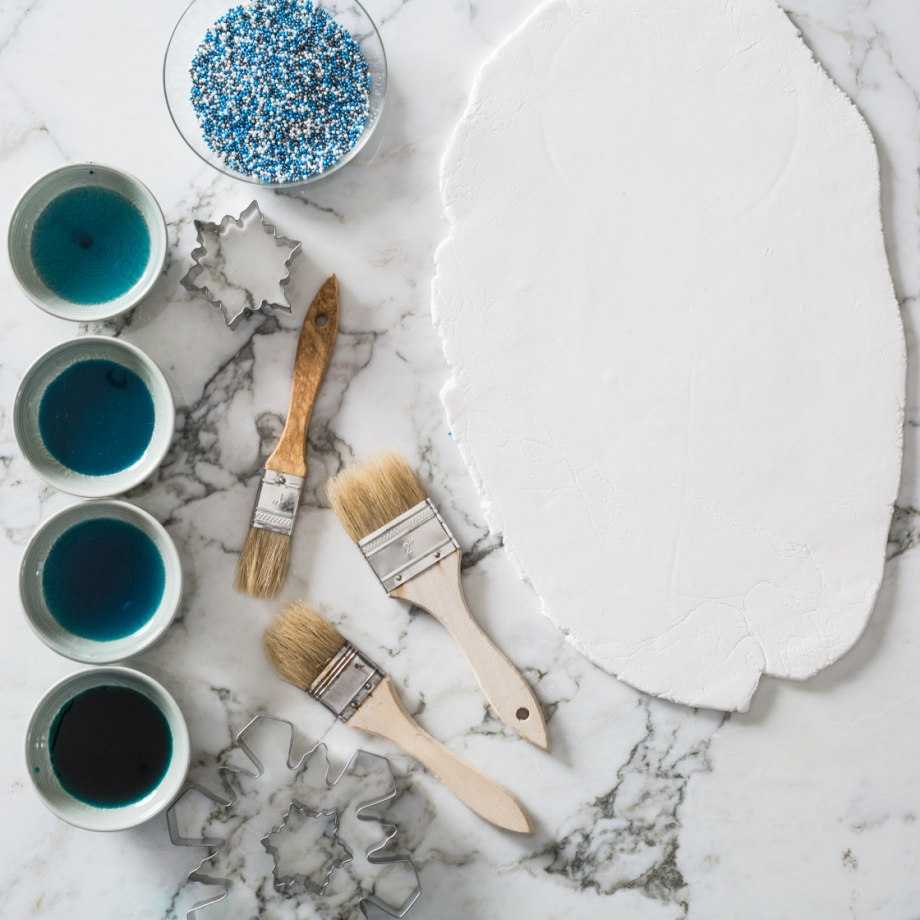 snowflake-cookie-decorating-with-toddler-jena-carlin-photography-web-3