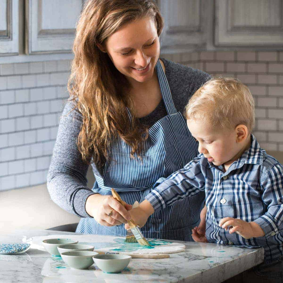 snowflake-cookie-decorating-with-toddler-jena-carlin-photography-web-7